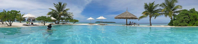 p187s_panorama_standing_in_fresh_water_pool_cocoa_island