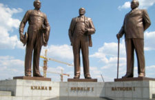 Памятник Three Dikgosi Monument (Ботсвана)