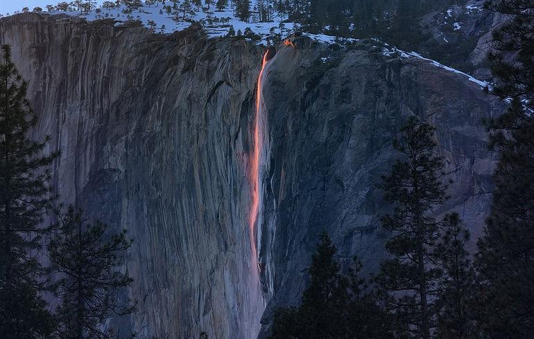 Водопад Лошадиный хвост: потоки лавы и огня (США)