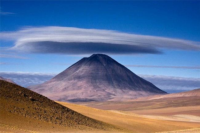 Победитель в категории «Места»: «Огромная шляпа». Уго Мачадо, Португалия. Вулкан Licancabur расположен на границе между Чили и Боливией