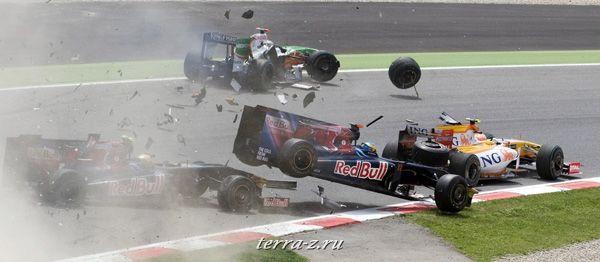 На гонках Формулы-1 гонщик команды Торо Россо Себастьян Бурдэ попал в аварию, 10 мая 2009. REUTERS/Josep Loaso