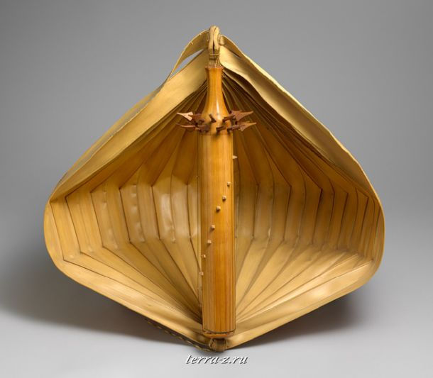 Tube Zither (Sesando or Sasandu), late 19th century. Indonesia, Nusa Tenggara, Timor Island. Bamboo, wood, palm leaves, metal wire