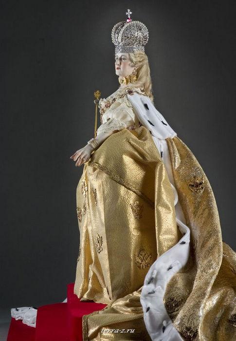 """Екатерина II Алексеевна (урожденная Софья Августа Фредерика) (1729–1796) – российская императрица (с 28 июня 1762), единственная из русских правительниц, удостоившаяся в исторической памяти соотечественников, как и Петр I, эпитета """"Великая"""""""