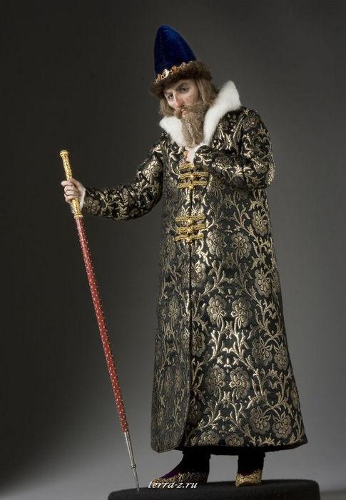 Иван IV Васильевич Грозный (в иночестве Иона) (1530–1584) – великий князь московский с 1533, первый венчанный на царство (1547) русский царь.
