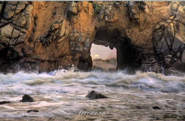 Sea Arch, Pfeiffer Beach State Park, Big Sur, California, USA