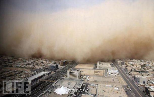 Облако пыли накрывает столицу Саудовской Аравии – город Эр-Рияд.