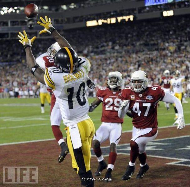 За 35 секунд до окончания матча игрок команды Steelers Санторио Холмс делает решающий бросок. Эта победа стала шестой для команды – абсолютный рекорд Американской футбольной лиги.