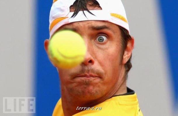 Немец Денис Гремельмайер не отрывает взгляда от мяча во время матча BMW Open в Мюнхене.