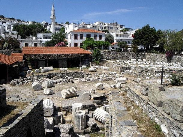 Развалины мавзолея (Будрун, Турция)