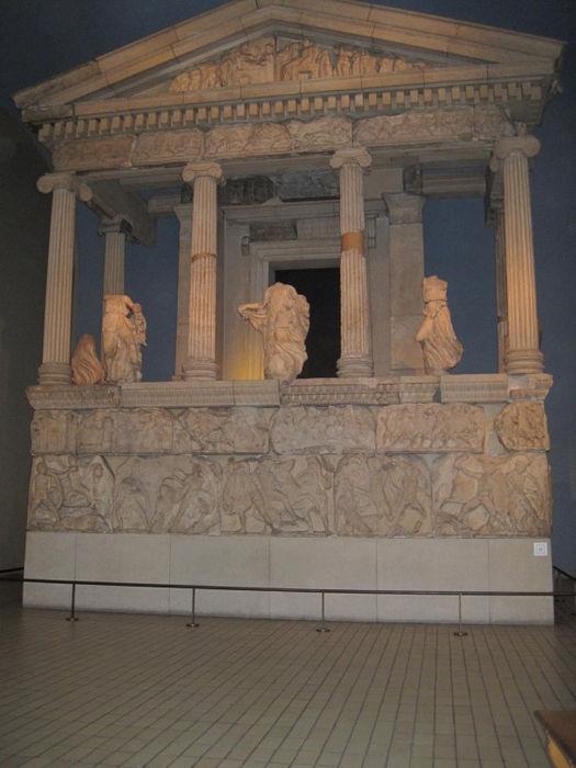 Фрагмент восстановленных элементов мавзолея в Галикарнасе