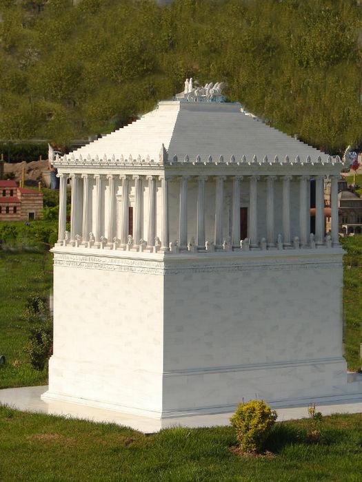 Реконструкция мавзолея в Галикарнасе, современная модель