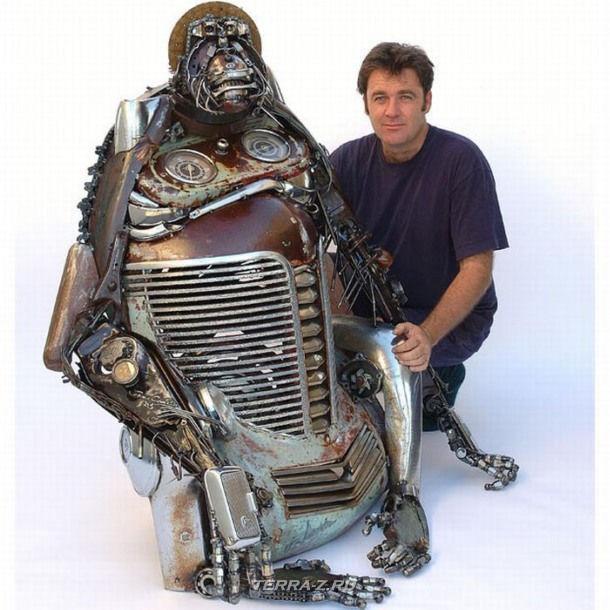 Автор James Corbett со своей скульптурой