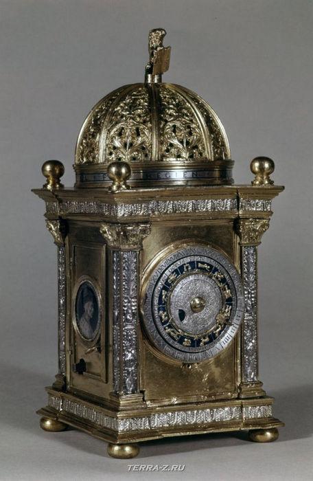 Уникальные механические стационарные часы. Германия