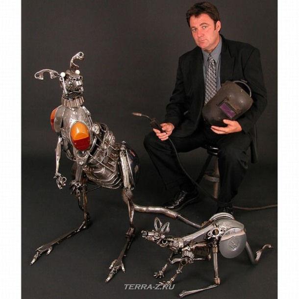 Автор James Corbett со своими скульптурами