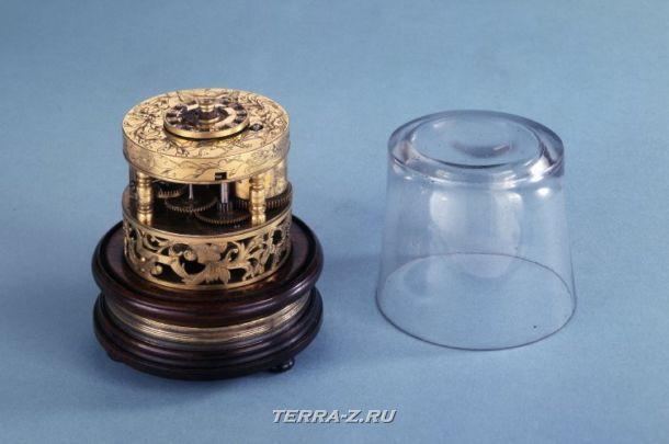 Уникальные механические стационарные часы. Япония