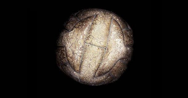 Эволюция футбольного мяча с 1930 по 2010 годы