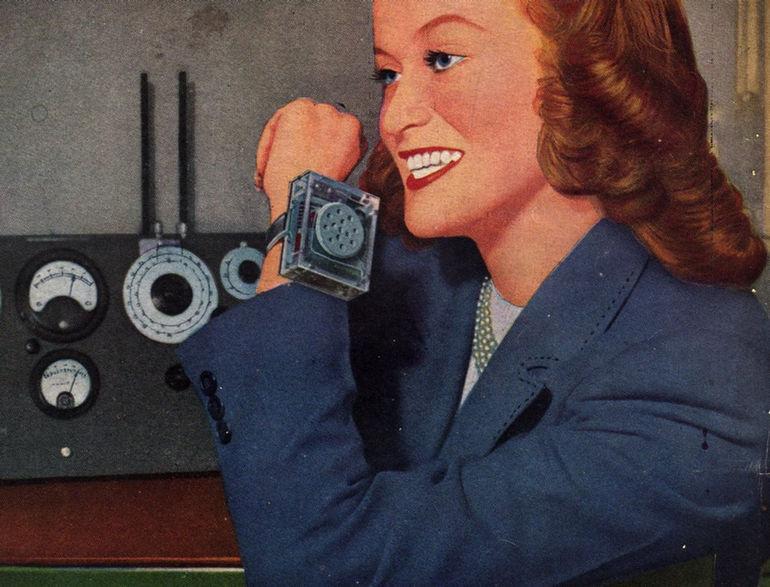 """Миниатюрные радиочасы появились на обложке американского журнала Radio-Craft в апреле 1948 года.  К сожалению, единственного, что эти """"часы"""" не умеют делать - это показывать время. Изобретение ушло в небытие, если не считать его прототипом современных умных часов. Хотя, пожалуй, оно все же мало похоже на современные гаджеты. Зато сегодня в ломбарде часов за них можно было бы выручить неплохие деньги."""