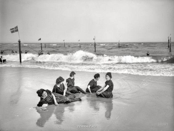 """На Атлантическом побережье, около 1905 года. """"Днем на пляже"""""""