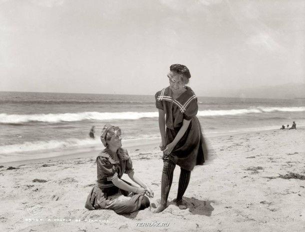 """Солнечный берег, около 1905 года. """"Две русалки"""""""