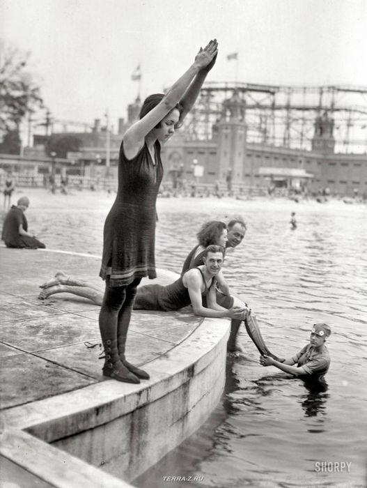 """Парк Старлайт, Бронкс, около 1921 года. """"Джоан Десбороу (готова к погружению)"""""""