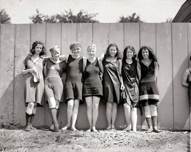 """""""Купание на пляже, 1920 год"""". Семь красоток на пляже Потомак"""