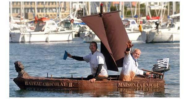 Шоколадная лодка у берегов Франции