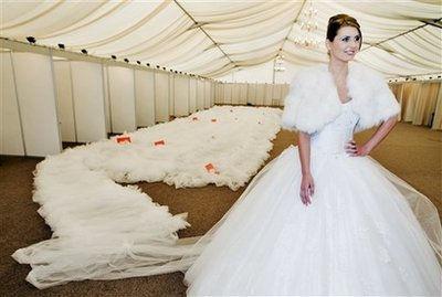 Самый длинный шлейф свадебного платья