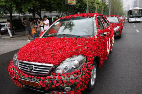 Свадьба, украшенная сотней тысяч роз