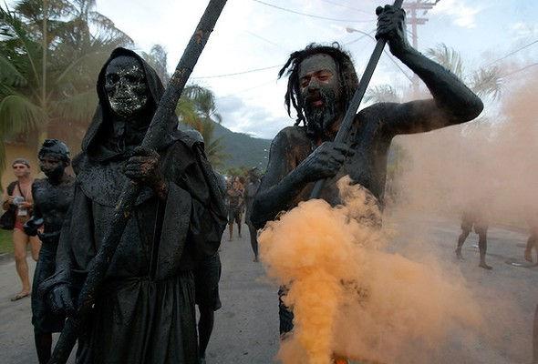 Bloco de Lama - фестиваль грязи (Парати, Бразилия)