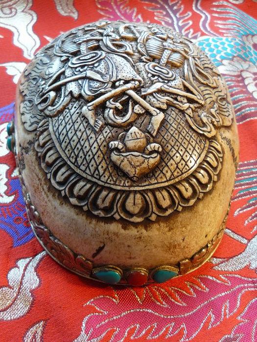 Капала - сосуды из человеческих черепов