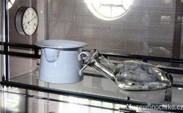 Выставка ночных горшков и унитазов (Чехия, крепость Треботов)