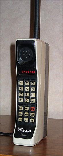 Motorola DynaTAC 8000X - первый мобильный телефон