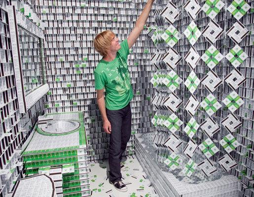 """""""Отель"""" из пластиковых карт (Нью-Йорк, США)"""