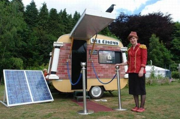 """The Sol Cinema"" – самый маленький кинотеатр на солнечных батареях (Англия)"