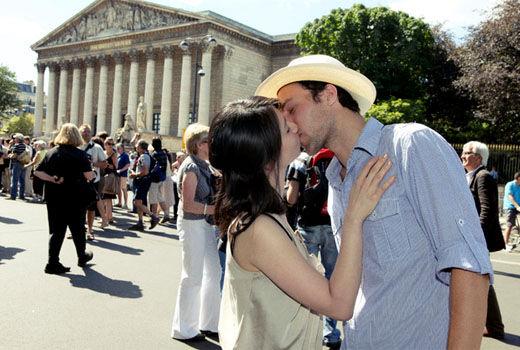 "Проект ""100 поцелуев в Париже"""