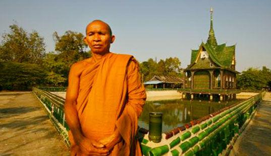 Храм из бутылок (Таиланд)