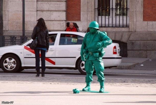 Живые статуи на улице Ла Рамбла (La Rambla)