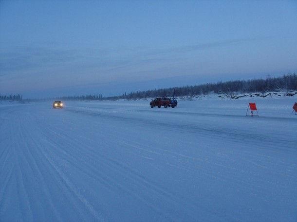 Ледовая дорога в Тактояктук (Канада)