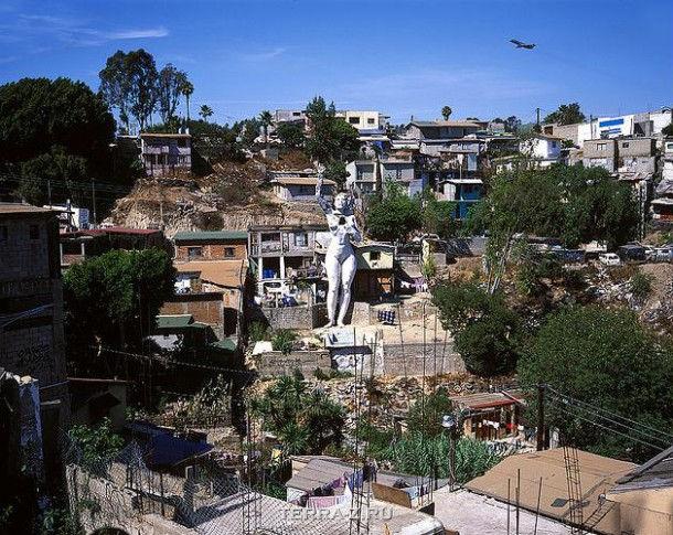 """""""La Mona """" – символ для города и жилье для художника (Мексика)"""