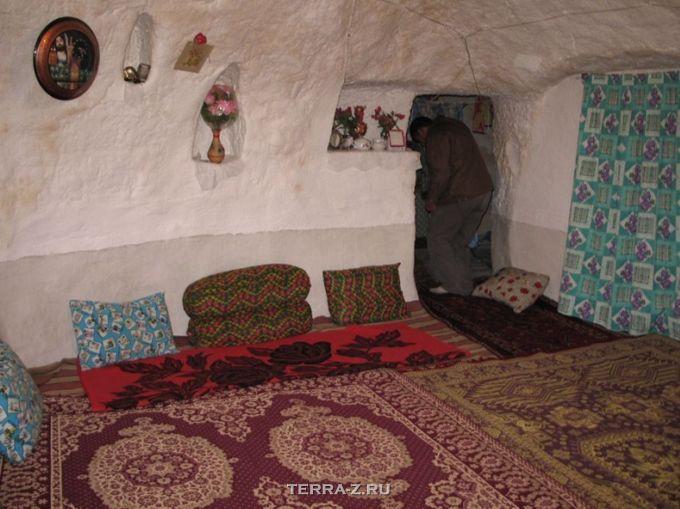 Кандован - иранская скальная деревня