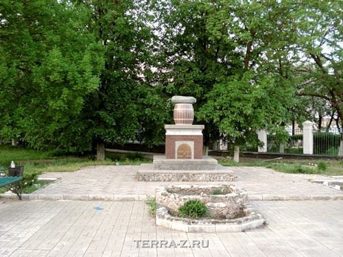 Памятник нежинскому огурцу (Украина)