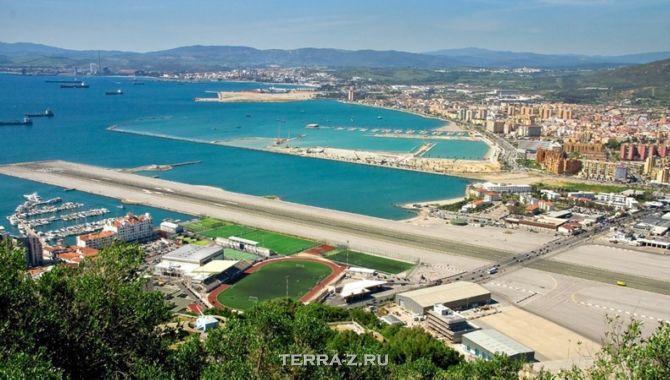 Единственный в мире аэропорт по шоссе (Гибралтар)