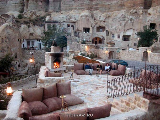 Пещерный отель Юнак Евлери (Турция)