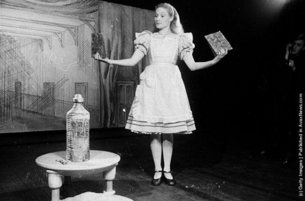 """""""Алиса в стране чудес"""" – театральные постановки начала ХХ века"""