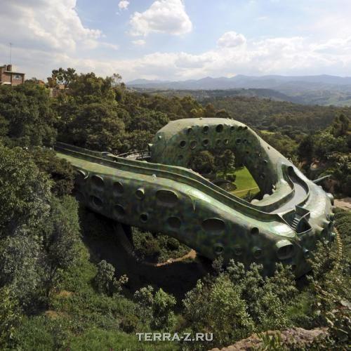 """Змееобразный дом """"Гнездо Кецалькоатля"""" (Мексика)"""