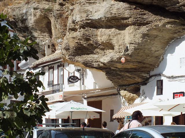 Сетениль де лас Бодегас: город-скала (Испания)