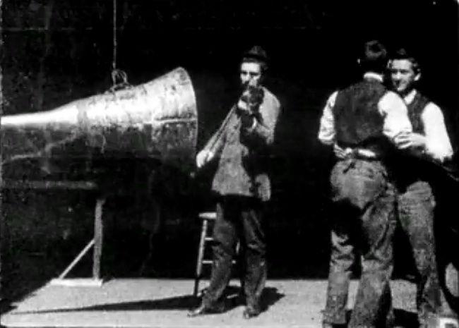 Первая попытка озвучивания фильма (1895)