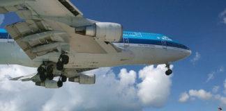 Пролетая над пляжем: аэропорт принцессы Юлианы
