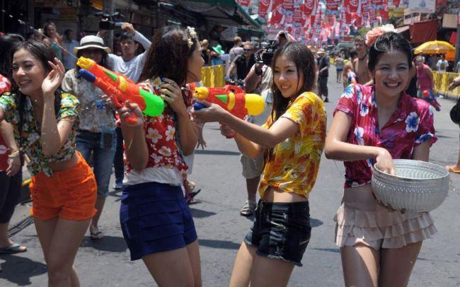 Фестиваль Сонгкран: новогодние водные бои в Таиланде и Мьянме