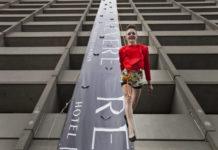 Вертикальный показ мод в отеле Ревер (США)